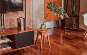 A Clear Comparisons For You: Teak Furniture Pros & Cons